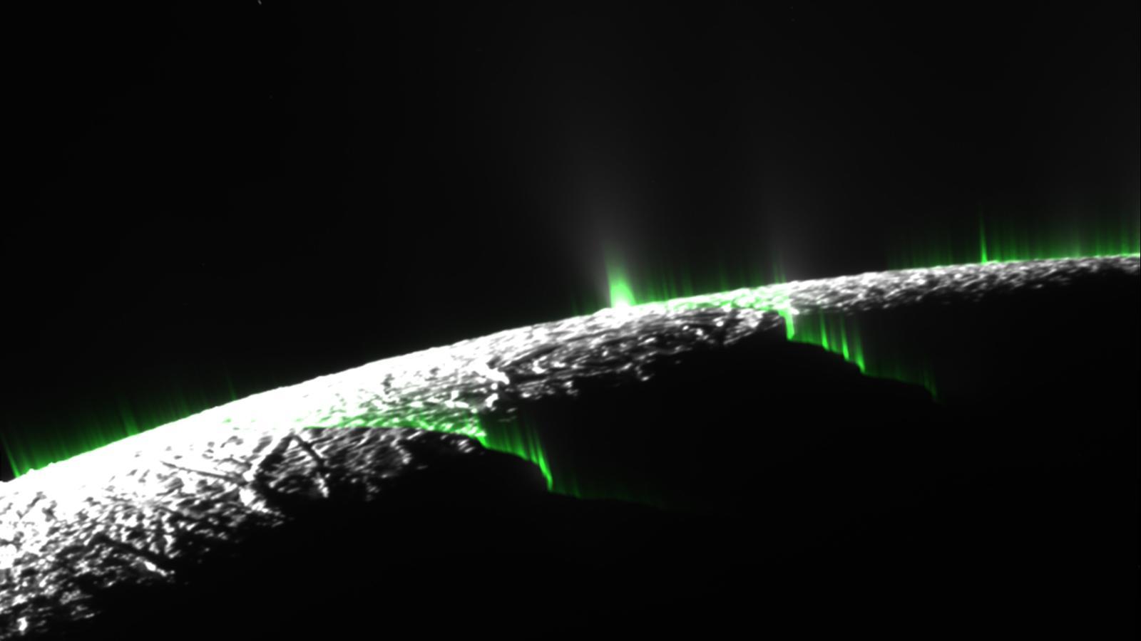 Erupciones cortinas de hielo en la luna Encélado